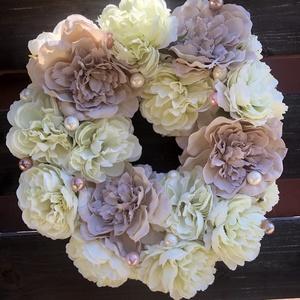 Virágos kopogtató, Otthon & Lakás, Dekoráció, Ajtódísz & Kopogtató, 20cm-es szalma alapra készült virágos kopogtató.Tavasztól őszig tökéletes dísze lehet bármely otthon..., Meska