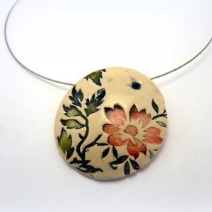 Romantikus virág nyaklánc- 5. elem kerámiaékszer , Ékszer, Esküvő, Nyaklánc, Esküvői ékszer, Nászajándék, Az 5. elem kerámiaékszereim fehér agyagból készítem, egyedileg formázom őket, így nincs teljesen egy..., Meska