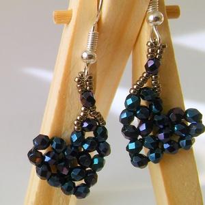 Iris blue mini fülbevaló, Ékszer, Fülbevaló, Otthon & lakás, Dekoráció, Ünnepi dekoráció, Szerelmeseknek, Ékszerkészítés, Gyöngyfűzés, gyöngyhímzés, Iris blue csiszolt gyöngy kékes, lilás csillogása teszi igazán érdekessé ezt a pici, mini fülbevalót..., Meska