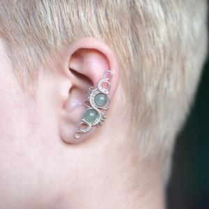 Aventurin ezüst drótozott fülgyűrű, Fülgyűrű, Fülbevaló, Ékszer, Ötvös, Ékszerkészítés, Aventurin kristályokból és ezüstözött drótból készült fülgyűrű. \n\nHossz: kb. 40mm\n\nA fülgyűrűk visel..., Meska
