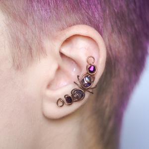 réz drótozott fülgyűrű, Fülgyűrű, Fülbevaló, Ékszer, Ötvös, Ékszerkészítés, réz drótból és csiszolt üveggyöngyökből készült fülgyűrű. \n\nA fülgyűrűk viseléséhez nem szükséges ly..., Meska