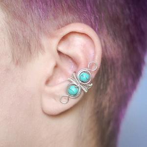 Türkiz ásványos és ezüst drótozott fülgyűrű, Ékszer, Fülbevaló, Esküvő, Ötvös, Ékszerkészítés, Valódi türkiz ásványokból és ezüstözött drótból készült fülgyűrű. \n\nA fülgyűrűk viseléséhez nem szük..., Meska