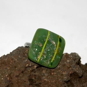 Csillámos üveg gyűrű, Ékszer, Gyűrű, Üvegművészet, Fusing technikával készült üveg gyűrű. Mérete:2cmx2cm, állítható alapra került. \nSzemélyes átvétel B..., Meska