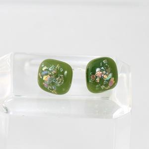 Zöld csillámos pötty füli, üvegékszer, Ékszer, Fülbevaló, Ékszerkészítés, Üvegművészet, Fusing(üvegrogyasztás) technikával  készült fülbevaló. Átmérője 1cm.\nBoltomban megtalálod a hozzá va..., Meska