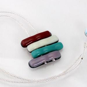 Színes medál, üvegékszer, Medálos nyaklánc, Nyaklánc, Ékszer, Ékszerkészítés, Üvegművészet, Fusing technikával készült, színes medál. Minden része üveg, így nem allergizál.A lánc teljes hossza..., Meska