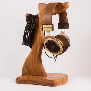 Fejhallgató tartó, Férfiaknak, Otthon & lakás, Lakberendezés, Tárolóeszköz, Famegmunkálás, Tölgyfából készült fejhallgató tartó. A kép minta. Rendelésre készül.\nMérete:30x18x15cm\n\n\n\n\n..., Meska