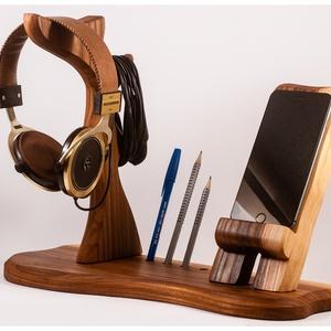 Fejhallgató, és mobil tartó, asztali rendező, Férfiaknak, Otthon & lakás, Lakberendezés, Tárolóeszköz, Famegmunkálás, Szilfából készült  fejhallgató, és telefontartó.\nRendelésre készül, a kép minta.\n\nMérete kb. 37x20x3..., Meska
