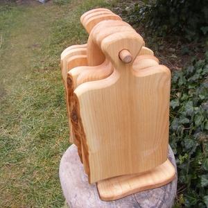 fa  vágódeszka készlet, lapítók, és tartó, állvány, Konyhafelszerelés, Otthon & lakás, Vágódeszka, Famegmunkálás, Mogyorófából készült vágódeszkák /6db/ és tartó, A vágódeszkák egy darabból készülnek, nem ragasztot..., Meska