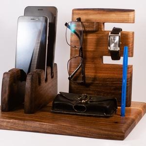 Mobil-, szemüveg-, óra-, toll tartó, asztali rendező, Férfiaknak, Otthon & lakás, Lakberendezés, Tárolóeszköz, Famegmunkálás, Diófából készült  tartó. A kép minta. Van készen, azonnal tudjuk küldeni.\n\n\nMérete kb. 30x22x20cm \n\n..., Meska