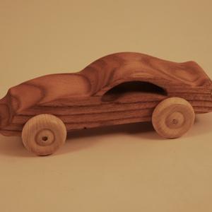 Játék fa autó, fakocsi, faautó, Gyerek & játék, Játék, Fajáték, Famegmunkálás, Japánakácfából készült sportkocsi. Paraffinolajjal kezelve.\nMérete:15x5x6cm, Meska