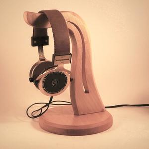 Fejhallgató tartó, Férfiaknak, Otthon & lakás, Lakberendezés, Tárolóeszköz, Famegmunkálás, Juharfából készült fejhallgató tartó. Van készleten azonnal tudjuk küldeni.\nMérete:28x18cm\n\n\n\n\n..., Meska