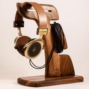 Fejhallgató tartó, fülhallgató tartó, Férfiaknak, Otthon & lakás, Lakberendezés, Tárolóeszköz, Famegmunkálás, Diófából készült fejhallgató tartó. \nMérete:29x23x12cm\nA kép minta. Rendelésre készül.\n\n\n\n\n..., Meska