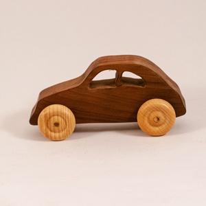 Játék fa autó, fakocsi, faautó, Gyerek & játék, Játék, Fajáték, Famegmunkálás, Körtefából készült kocsi. Paraffinolajjal kezelve.\nMérete:12x6x5cm, Meska