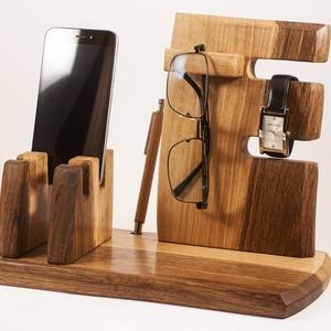Mobil-, szemüveg-, óra-, toll tartó, asztali rendező, Férfiaknak, Otthon & lakás, Lakberendezés, Tárolóeszköz, Famegmunkálás, Diófából készült tároló. 2 telefon, szemüveg és toll, ceruza. Készen van, azonnal tudjuk küldeni.\nSz..., Meska