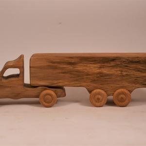 Játék fa kamion, fakocsi, Húzó & Tolójátékok, Játék & Gyerek, Famegmunkálás, Hegyijuharfából készült játék. Színtelen olajjal kezelve. Van most készen, azonnal tudjuk küldeni.\nM..., Meska