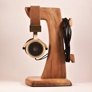 Fejhallgató tartó, Otthon & Lakás, Tárolás & Rendszerezés, Íróasztali tároló, Famegmunkálás, Platánfából készült fejhallgató tartó. A kép minta. megrendelésre készül, kb. 8 nap.\nMérete:15x17x29..., Meska