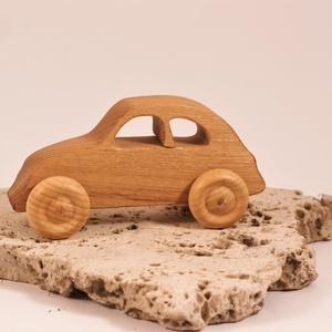 Játék fa autó, fakocsi, bogárhátú, Játék & Gyerek, Húzó & Tolójátékok, Famegmunkálás, Akácfából készült kocsi. Paraffinolajjal kezelve.\nMérete:13x6x4,5cm, Meska