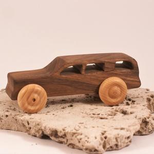 Játék fa autó, fakocsi, kombi, Húzó & Tolójátékok, Játék & Gyerek, Famegmunkálás, Diófából készült kocsi. Paraffinolajjal kezelve.\nMérete:14x5,5x5cm, Meska