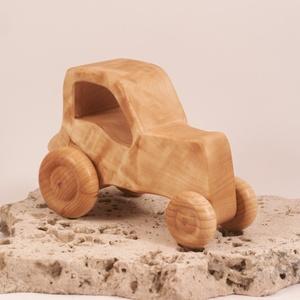 Játék fa traktor, faautó, fakocsi, , Húzó & Tolójátékok, Játék & Gyerek, Famegmunkálás, Nyárfából készült traktor. Paraffinolajjal kezelve.\nMérete:12,5x8,5x6,5cm, Meska