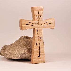 Mintás fakereszt , Otthon & Lakás, Spiritualitás & Vallás, Kereszt, Famegmunkálás, Kőrisfából készült, falra akasztható kereszt. Lombfűrésszel átvágott minta.\nMérete:19x12x2cm..., Meska