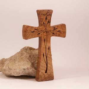 Mintás fakereszt , Otthon & Lakás, Spiritualitás & Vallás, Kereszt, Famegmunkálás, Tölgyfából készült, falra akasztható kereszt. Lombfűrésszel átvágott minta.\nMérete:19x12x2cm..., Meska