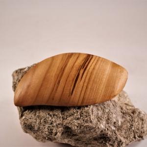 fa franciacsat, hajcsat, Ékszer, Ékszerkészítés, Famegmunkálás, Cseresznyefából készült franciacsat, hajcsat, nagyobb, vastagabb hajba. A csat kis csavarral van rög..., Meska