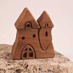 Fa vár,fa házikó, fa építő, kirakó, Játék & Gyerek, Építőjáték, Famegmunkálás, Platánfából készült, szétszedhető\ngyerekjáték, vagy  szobadísz.\nSzíntelen olajjal kezelve.\nMérete: m..., Meska
