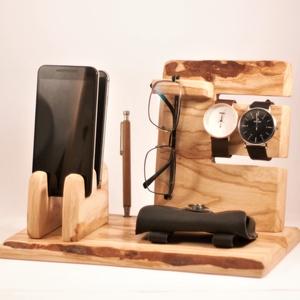 2 Mobil-, szemüveg-, óra-, toll tartó, asztali rendező, Otthon & Lakás, Tárolás & Rendszerezés, Íróasztali tároló, Famegmunkálás, Kőrisfából készült tároló. 2 telefon, szemüveg 2 óra. és 3 toll, ceruza.  Van készen , tudjuk azonna..., Meska
