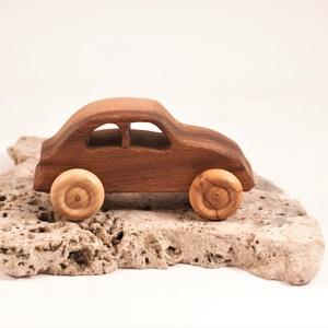 Játék fa autó, fakocsi, bogárhátú, Játék & Gyerek, Húzó & Tolójátékok, Famegmunkálás, Platánfából készült kocsi. Színtelen olajjal kezelve.\nMérete:13x6x5,5cm, Meska
