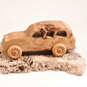 Játék fa autó, fakocsi, terepjáró, Játék & Gyerek, Húzó & Tolójátékok, Famegmunkálás, Nyárfából készült kocsi. Színtelen olajjal kezelve.\nMérete:16x6,5x7cm, Meska