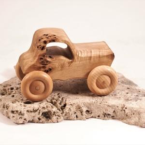 Játék fa traktor, fakocsi, fa autó, Játék & Gyerek, Húzó & Tolójátékok, Famegmunkálás, Nyárfából készült traktor. Színtelen olajjal kezelve.\nMérete:12x8x7,5cm, Meska