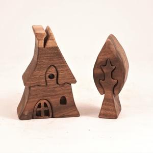 Fa házikó, fa építő, kirakó, Játék & Gyerek, Építőjáték, Famegmunkálás, Diófából készült, szétszedhető\ngyerekjáték, vagy  szobadísz.\nSzíntelen olajjal kezelve. Festéket nem..., Meska
