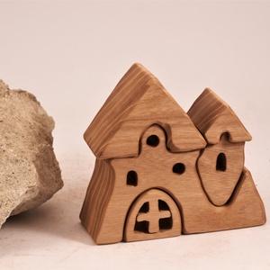 fa vár, fa ház,  építő, , Játék & Gyerek, Baba & babaház, Babaház, Famegmunkálás, Japánakácfából készült, szétszedhető\ngyerekjáték, vagy  szobadísz.\nSzíntelen olajjal kezelve.\nMérete..., Meska