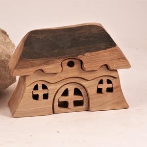 Fa házikó, fa építő, kirakó, , Játék & Gyerek, Építőjáték, Famegmunkálás, Juharfából készült, szétszedhető\ngyerekjáték, vagy  szobadísz.\nSzíntelen olajjal kezelve.\nMéretek: m..., Meska