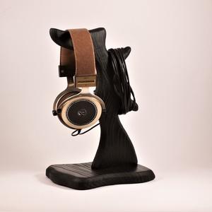 Fejhallgató tartó, fülhallgató tartó, Otthon & Lakás, Tárolás & Rendszerezés, Íróasztali tároló, Famegmunkálás, Kőrisfából készült fejhallgató tartó. \nMérete:30x16x15cm\nRendelésre készül, kb. 8 nap.\n\n\n\n\n..., Meska