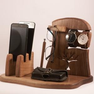 2 Mobil-, szemüveg-, óra-, toll tartó, asztali rendező, Otthon & Lakás, Tárolás & Rendszerezés, Íróasztali tároló, Famegmunkálás, Diófából készült rendező. 2 telefon, 2 karóra, szemüveg és 3 toll, ceruza.  Van készen, azonnal tudj..., Meska