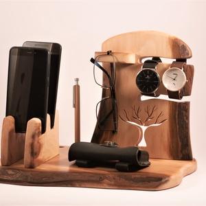 2 Mobil-, szemüveg-, óra-, toll tartó, asztali rendező, Otthon & Lakás, Tárolás & Rendszerezés, Íróasztali tároló, Famegmunkálás, Platánfából készült rendező. 2 telefon, 2 karóra, szemüveg és 3 toll, ceruza.  Van készen, azonnal t..., Meska