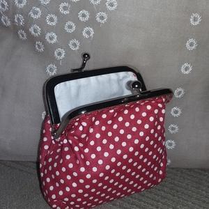 fehér pöttyös, piros szögletes tárca fémkerettel (HollyH) - Meska.hu