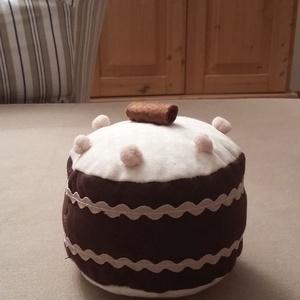 Torta mogyorós, Gyerek & játék, Otthon & lakás, Játék, Dekoráció, Édes legyen, de ne hízlalós! Ez a megfelelő választás. A tortát mintás pamutvászonból varrtam, a pis..., Meska