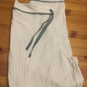 Csíkos-masnis pizsama alsó, Táska, Divat & Szépség, Ruha, divat, Varrás, Szuper puha pamutvászon anyagból varrtam ezt a csini pizsama alsót. Derekánál és a lábán díszítő csí..., Meska