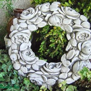 Rózsakoszorú, Otthon & lakás, Lakberendezés, Koszorú, Dekoráció, Ünnepi dekoráció, Szobrászati gipszből készült, antikolt rózsakoszorú. Fali dísznek, képkeretnek, tükörkeretnek stb. j..., Meska