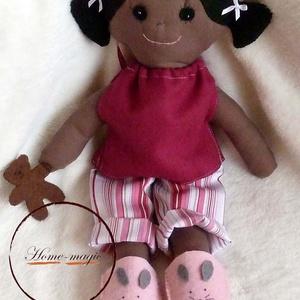 Hanna - pizsamás, alvós szerecsen baba, néger baba, Baba, Baba & babaház, Játék & Gyerek, Baba-és bábkészítés, Varrás, Textilből készült baba.\nMegtámasztva áll, ül, támasztás nélkül spárgát csinál. :)\n\nPihe-puha, ölelni..., Meska