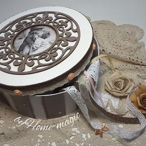 Vintage kerek doboz - szerelem, Otthon & Lakás, Doboz, Tárolás & Rendszerezés, Decoupage technikával készült kerek doboz. Alapanyaga papírmasé, melynek keménysége és teherbírása v..., Meska