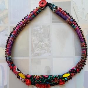Frida kedvence, Ékszer, Nyaklánc, Medál nélküli nyaklánc, Ékszerkészítés, A mexikói kultúra élénk szinhasználata , piros, pink, sárga, jelenik meg a nyaklánc szineiben, feket..., Meska