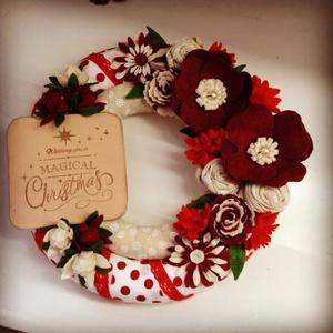 Magical Christmas-filc ajtódísz RÉGI ÁR 6670.-, Otthon & lakás, Dekoráció, Ünnepi dekoráció, Kézzel készült filc virágokkal.... Csodaszép karácsonyi táblával... A karácsony szépséges színeit ha..., Meska