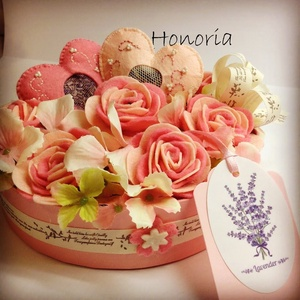 Romantikus rózsák -virágdoboz szívekkel (Honoria) - Meska.hu