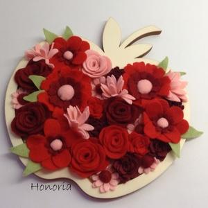 Piros alma- AJTÓDÍSZ-filc virágokkal, Dekoráció, Otthon & lakás, Lakberendezés, Ajtódísz, kopogtató, Virágkötés, Piros almám...mélyített fa alap megtöltve csodaszép saját készítésű filc virágokkal...Sokféle filc v..., Meska