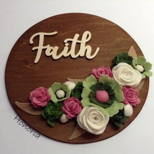 Faith-AJTÓDÍSZ-filcvirágokkal, Otthon & lakás, Dekoráció, Lakberendezés, Ajtódísz, kopogtató, Csodaszép gyapjúfilc virágokkal díszített ajtódísz.  A virágok kézzel készültek, saját tervek alapjá..., Meska