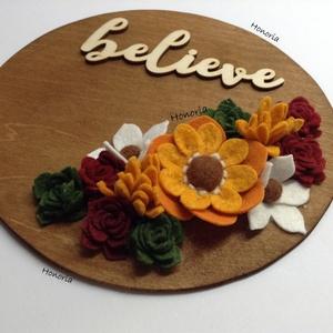 Believe-AJTÓDÍSZ-filcvirágokkal, Otthon & lakás, Dekoráció, Lakberendezés, Ajtódísz, kopogtató, Csodaszép gyapjúfilc virágokkal díszített ajtódísz.  A virágok kézzel készültek, saját tervek alapjá..., Meska