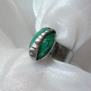 Amazonit gyűrű, Ékszer, Gyűrű, Szoliter gyűrű, Ékszerkészítés, Fémmegmunkálás, Saját tervezésű egyedi kézműves alkotás.\n\nA gyűrű Tiffany technikával készült amazonit és ólommentes..., Meska